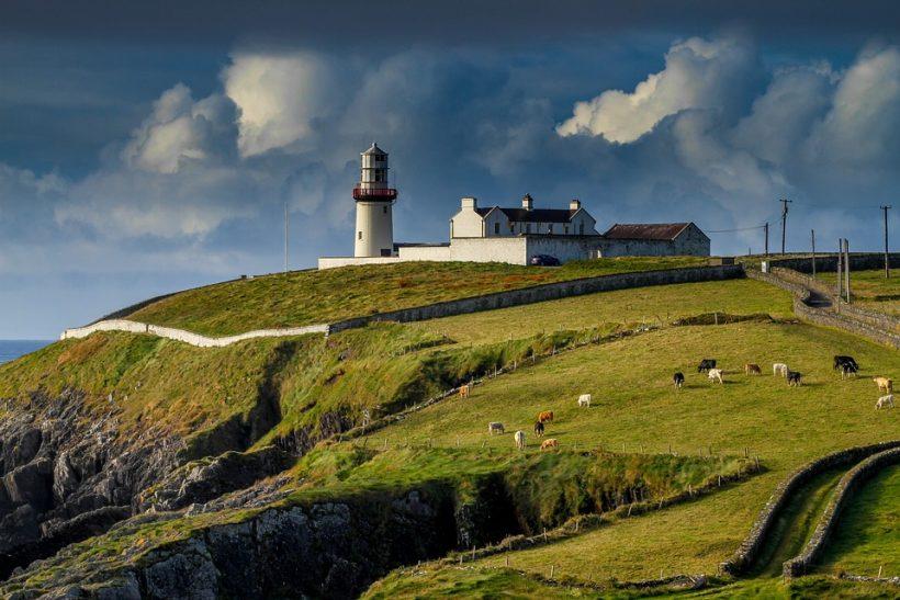 lighthouse-2542726_960_720